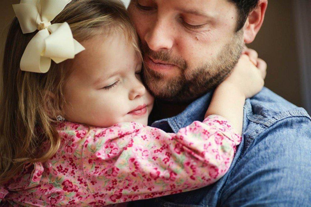 Far og datter knuser