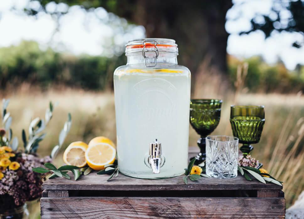 Dispenser med lækker lemonade