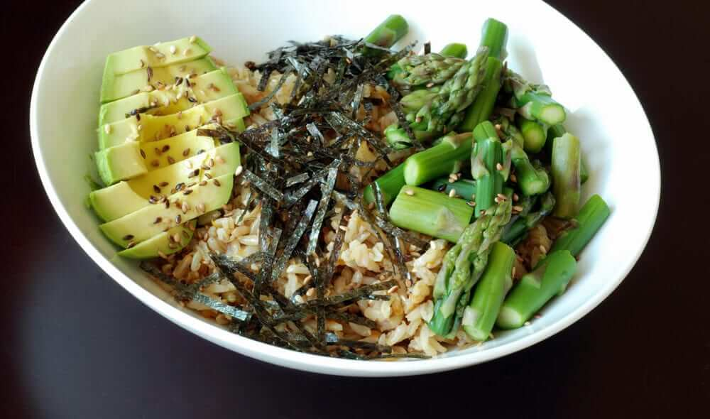 Sushi-Bowl-with-Asparagus-Avocado-Seaweed-min