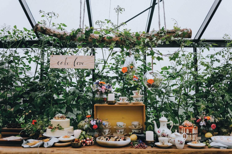 Urbant havebryllup - bryllup i haven - kage, bryllupskage, kagebord