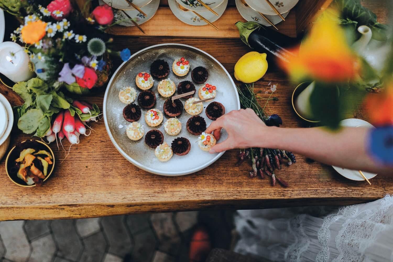 Urbant havebryllup - bryllup i haven - bryllupskage, kagebord, kage til bryllup