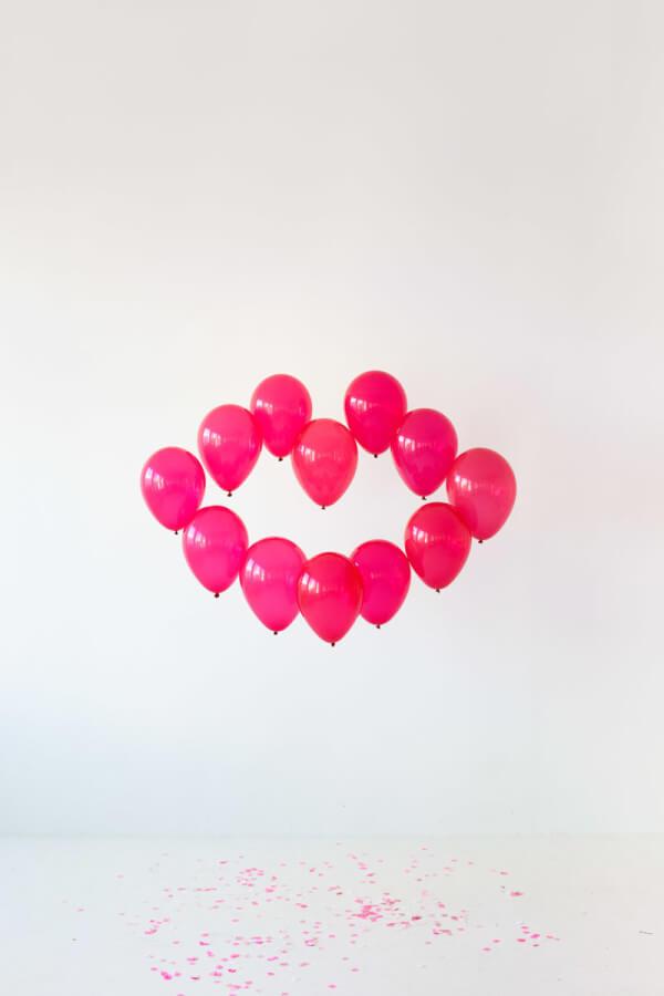 diy-giant-balloon-kiss1-600x900