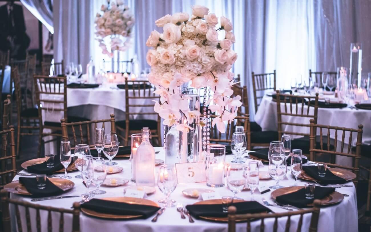 blomsterdekoration bryllup